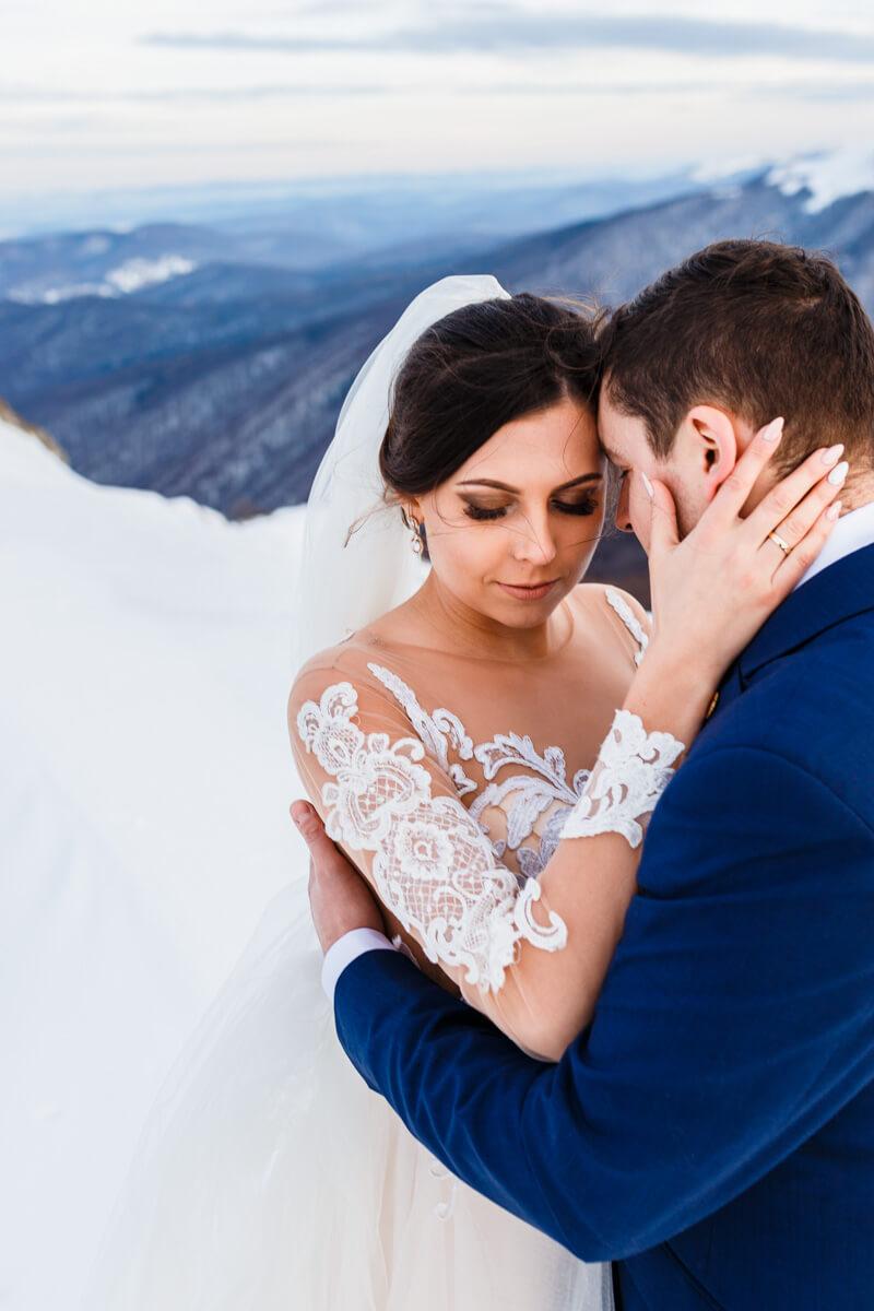 sesja ślubna zimą w górach