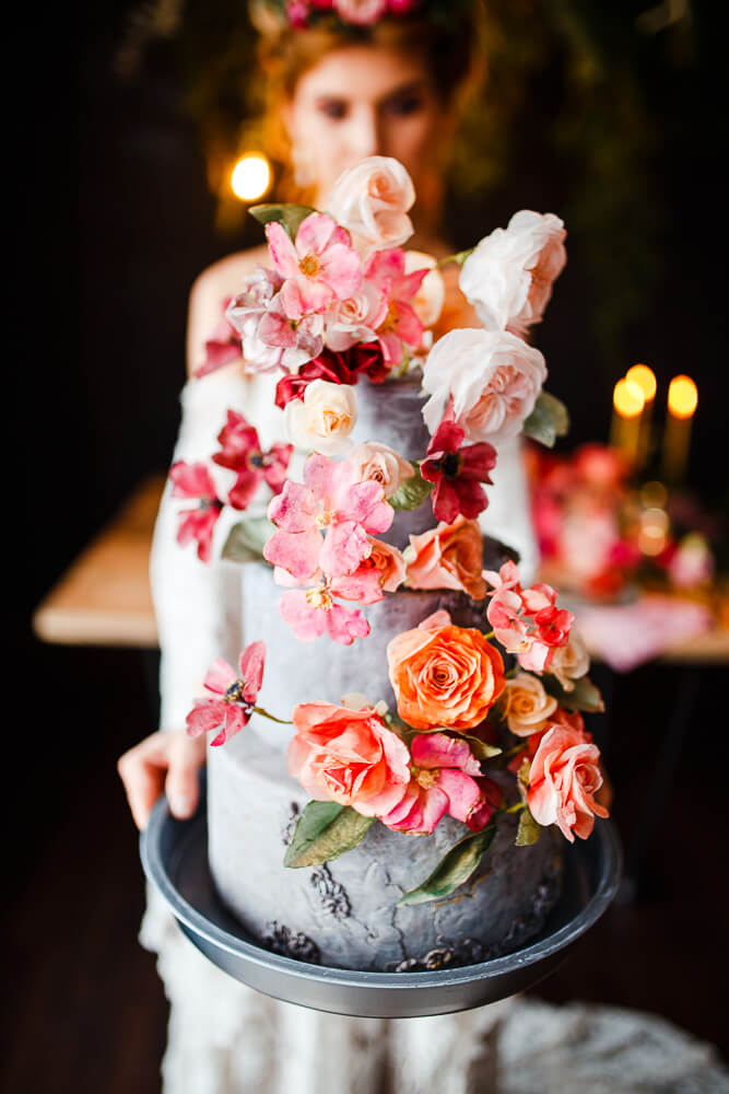 tort ślubny, boho, rustykalny, kwiaty na tort, dekoracja tortu ślubnego, wedding cake