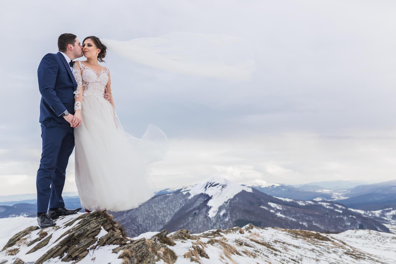 Sesja-ślubna-bieszczady-zimą-plener-ślubny-1