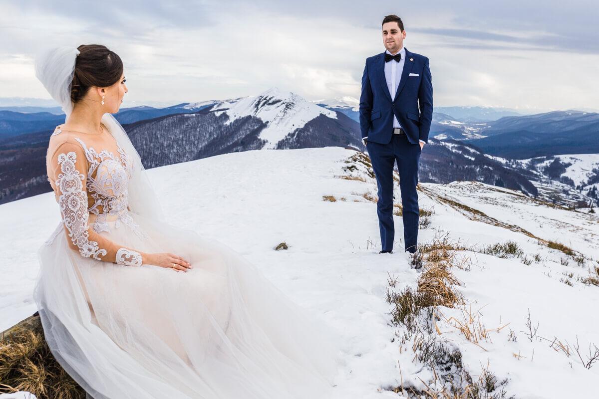 Sesja ślubna bieszczady zimą plener ślubny