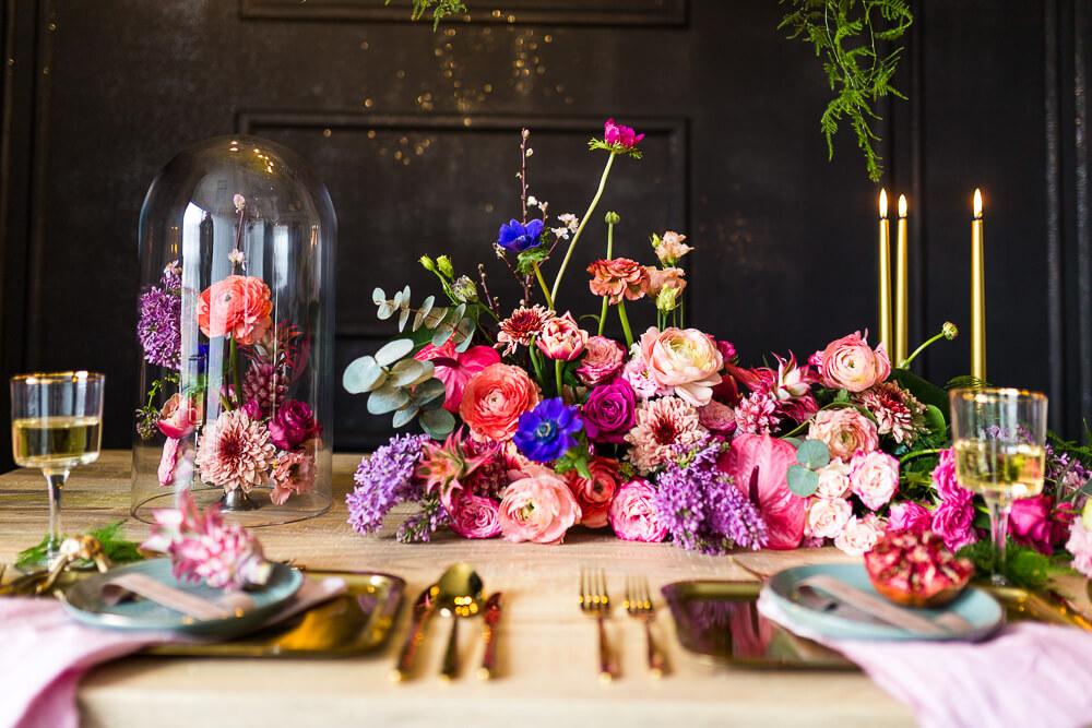 winietki na ślub, wedding, wesele, winietki, patera na wesele, złote sztućce, stół weselny, stół wesele, stół ślub, dekoracja sali weselnej, dekoracja ślub, kwiaty ślub, wedding flowers