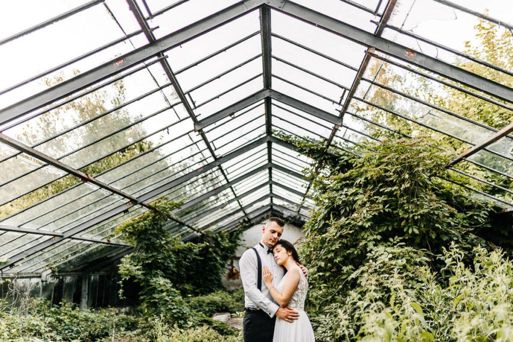 sesja ślubna w szklarni plener poślubny