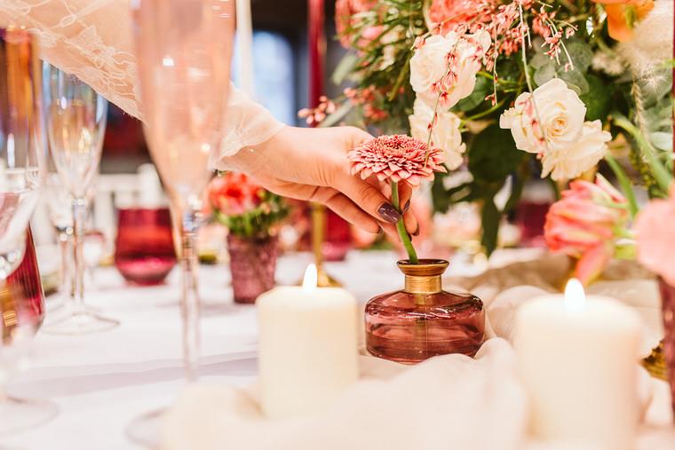 pastelowy ślub i dekoracje na wesele glamour