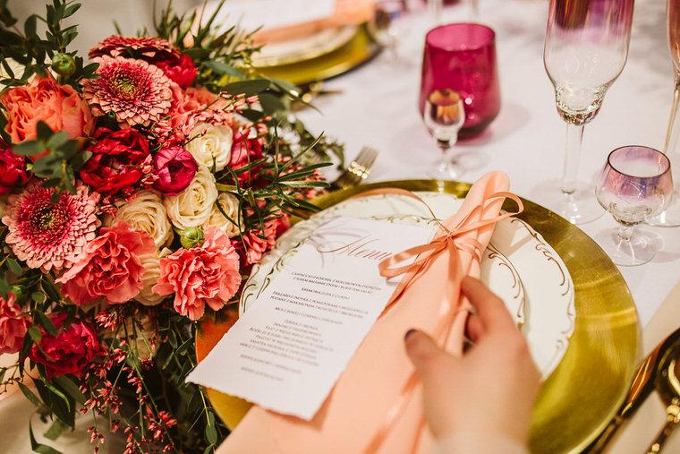 papeteria ślubna w kolorze living colar wedding venue