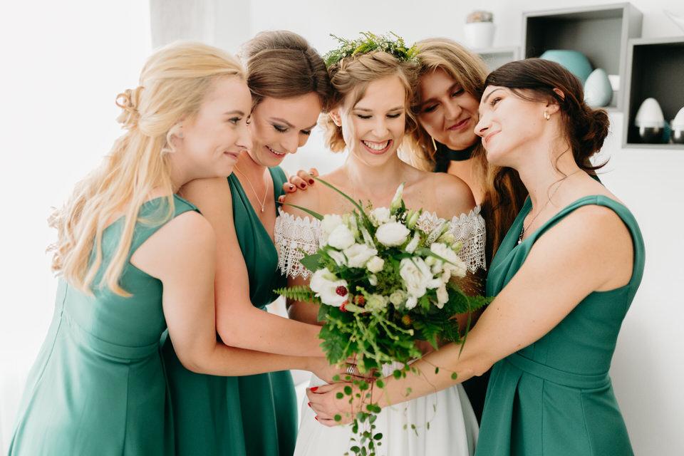 Druhny na ślubie i weselu sukienki